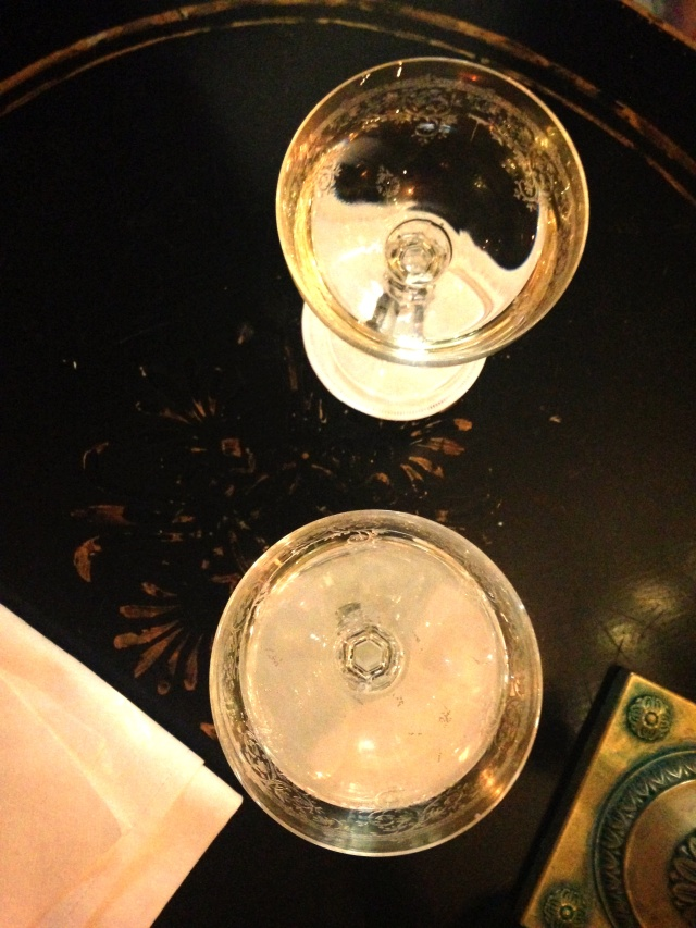 Dokhan champagne coupes