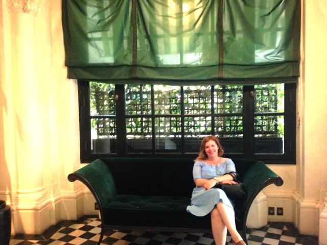Dokhan Liz horizontal couch